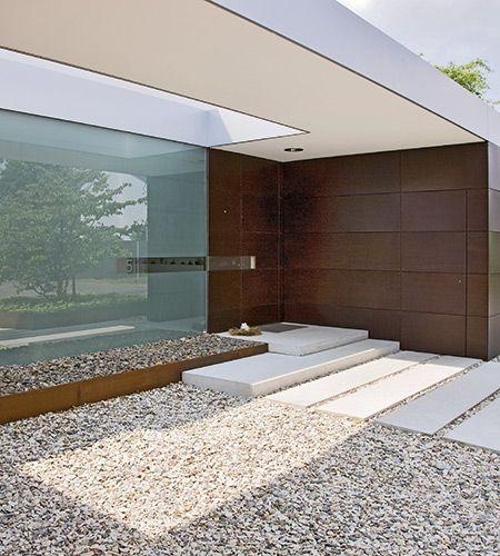 moderne Haustür aus Holz