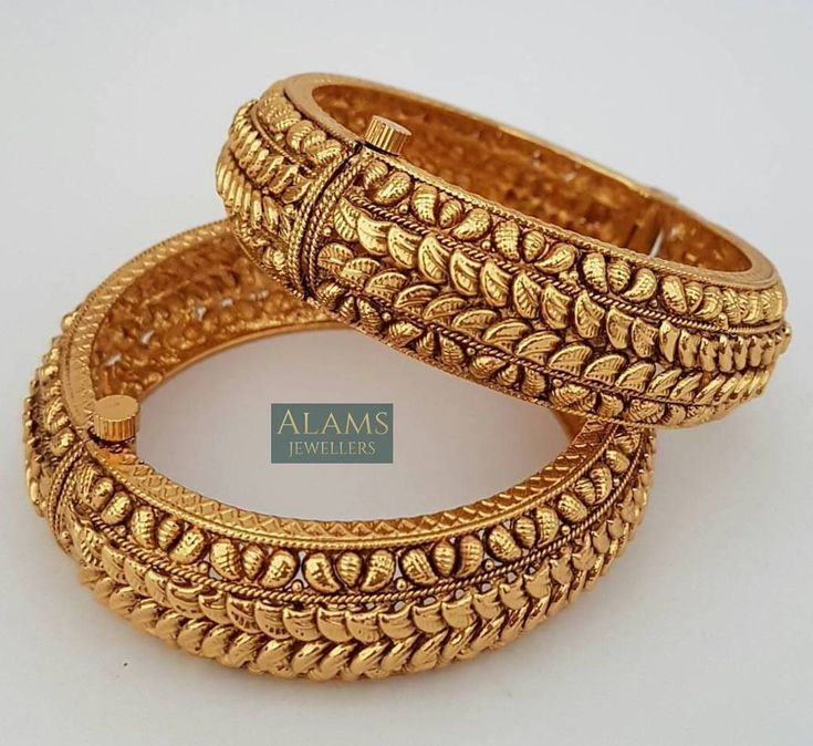 • Beautiful pair of bangles / kangaans. £20 with free UK postage and packaging. Please DM with your enquiries. #alamsjewellers #jewellery #indianjewelley #asianjewellery #indianbride #bangladeshibride #gold #bangles #mala #necklace #tikka #tikli #earrings #jhumar #hudabeauty #zukreat #vintage #antique #mua