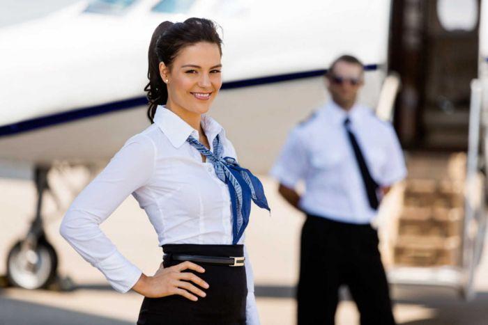 Hôtesse de l'air : Etudes, diplômes, salaire, emploi, formation, rôle, compétences | Carrière Hôtesse