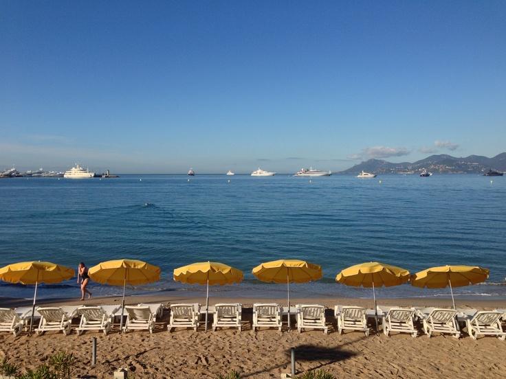La plage tôt le matin un jour de Festival © Ville de Cannes 2013