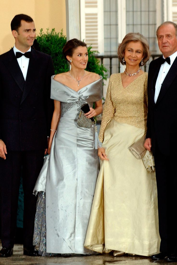 ♔♔10th wedding anniversary of the Prince and Princess of Asturias.   May 22, 2004 → Prewedding gala on the 21st