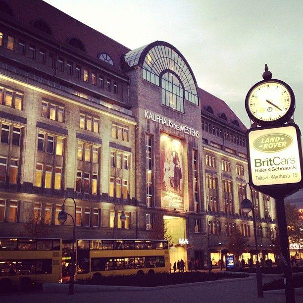 Jour 1 (5 ?). Kaufhaus des Westens (KaDeWe). Le plus vaste commerce de ce type en Europe. Il présente 60 000 mètres carrés au sol et s'étend sur sept étages.