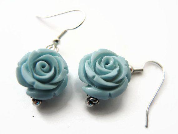 Blauw koraal oorbellen, handgemaakt hangende oorbellen van koraal kralen, zamak en 925 zilver oorhaakjes: florencejewelshop