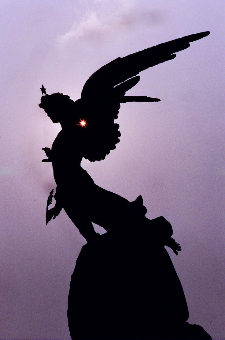L'angelo nero di Piazza Statuto. #TurinExperience #TorinoMagica