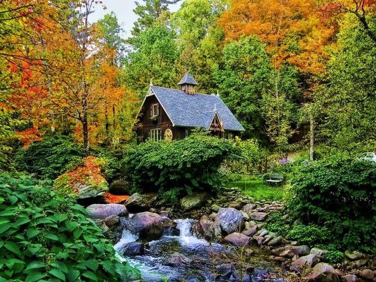 bluepueblo:  The Artists Cottage, Quebec, Canada photo via besttravelphotos