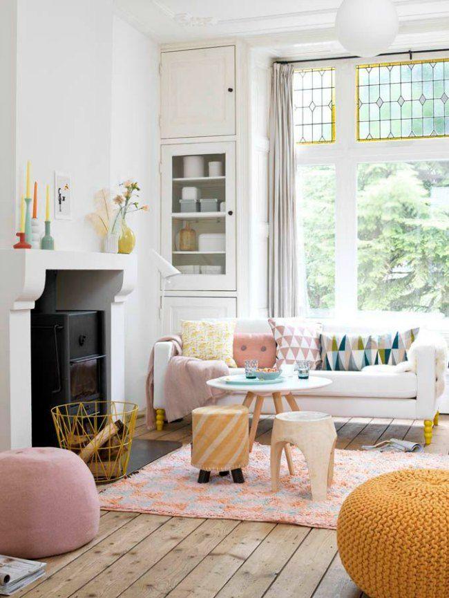 El color blanco es atemporal, luminoso y relajante, maximiza los espacios creando ambientes más grandes visualmente y es combinable con absolutamente todos los tonos. Proponemos 12 salones en blanco para que te inspiren a crear tu decoración ideal.