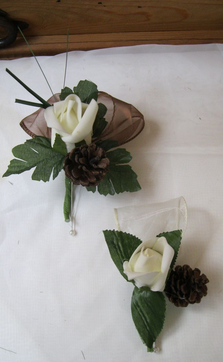 Grooms Boutonniere and Groomsmen Boutonniere