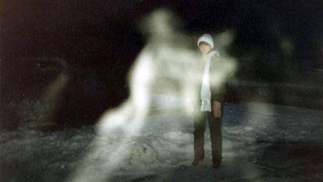 Ghost pictures and the paranormal. I believe in spirits being around us and read alot about the paranormal and look for valid pictures
