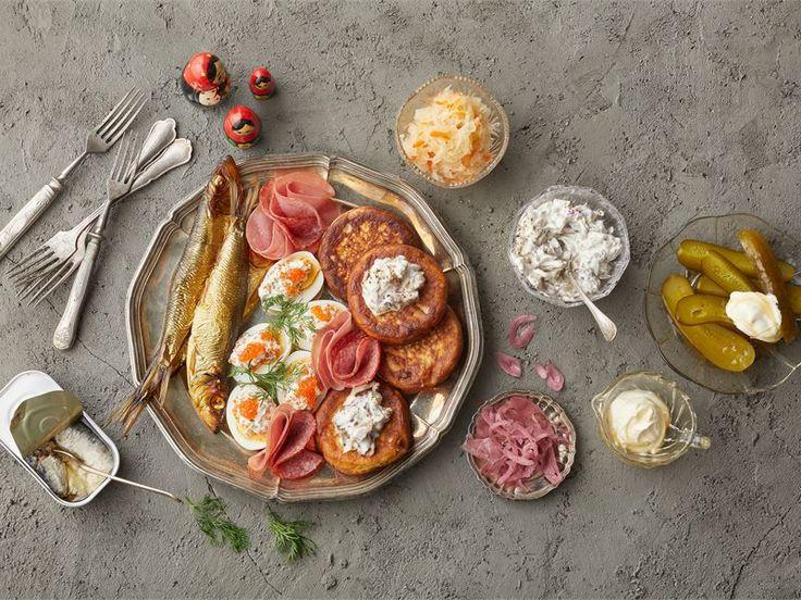 Zakuska on venäläisessä ruokakulttuurissa tyypillinen, runsas voileipäpöytä. Zakuska-pöytään katetaan usein erilaisia kaloja, mätiä, leikkeleitä, piirakoita, blinejä ja kasvissalaatteja. Zakuska-pöytä toimii samaan tapaan kuin tapakset tai antipastot joko alkuruokana tai illanistujaisten pikkusuolaisena ateriana.