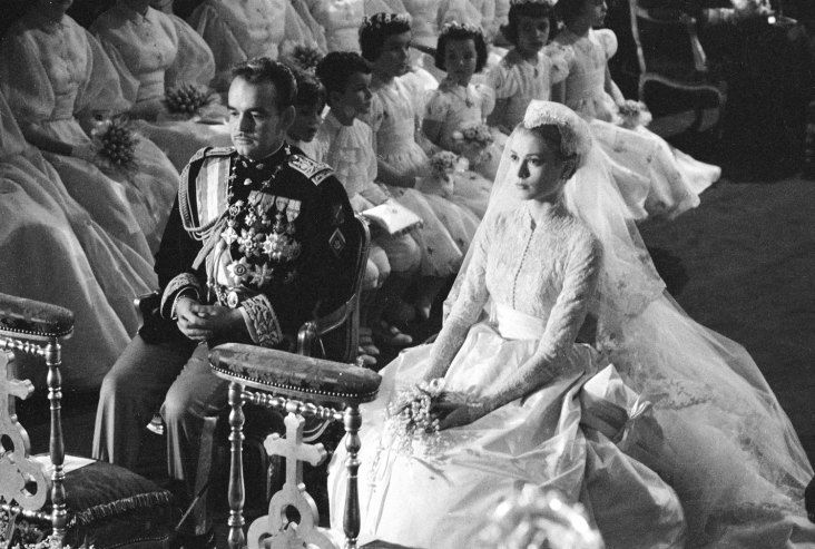 1956: Grace Kelly orders her wedding invitations at Bergdorf Goodman. #TurnofStyle
