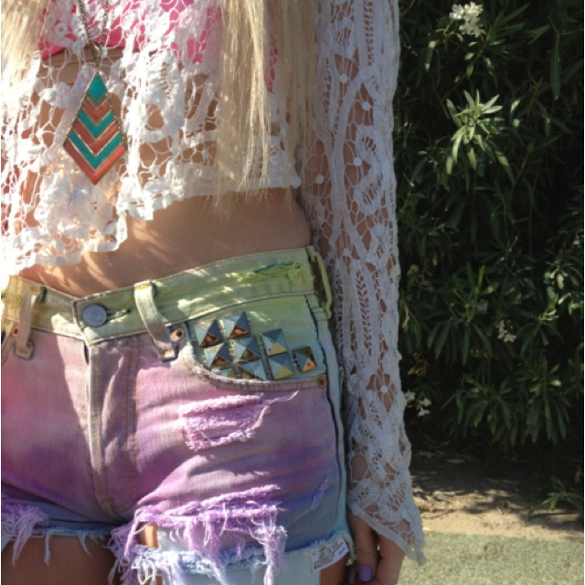 Interesting collision of colors: Festivals Style, Pastel Cerveza Tennis, Clothing, Summer Style, Dips Dyes, Colors, Ties Dyes Shorts, Festivals Fashion, White Lace