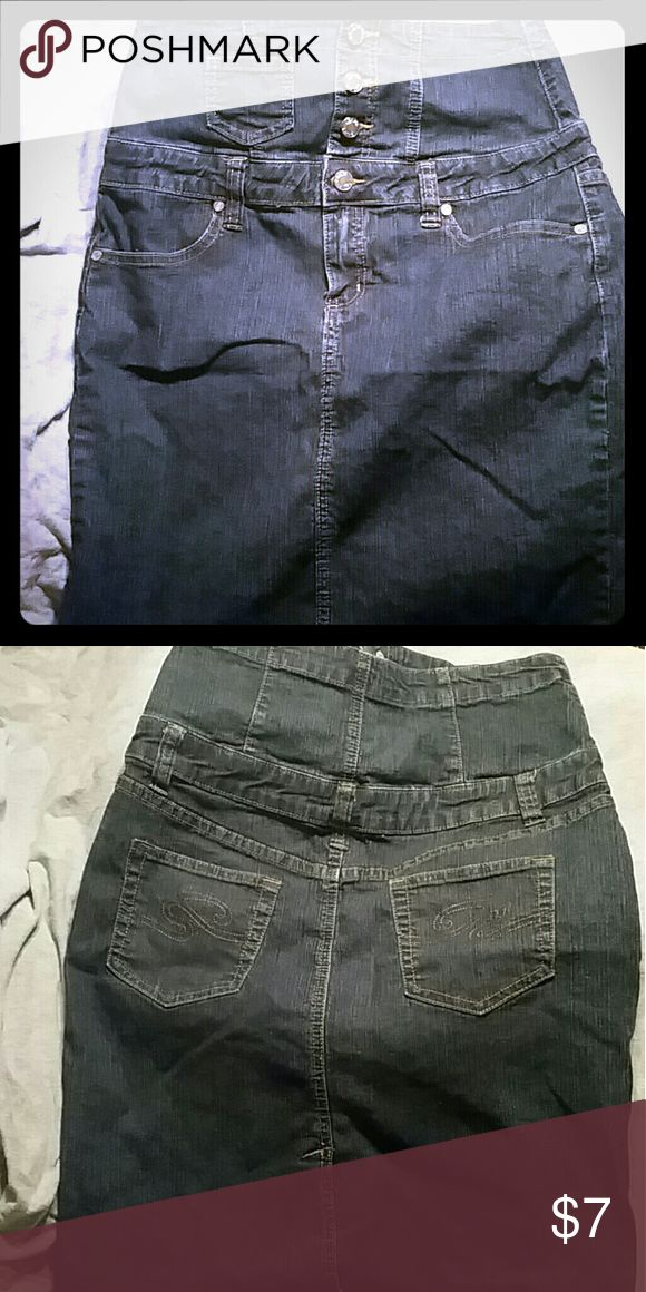 High waisted Jean  skirt Gently used, super cute size 9/10....has some stretch Skirts
