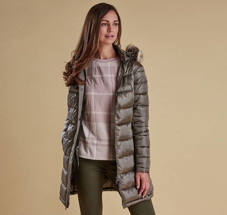 This super-cosy women's quilted jacket is made with a baffle-quilted outer featuring concealed zipped pockets and a detachable fur-trimmed hood. Its longer length and comfortable fit make it a stylish and practical winter warmer.