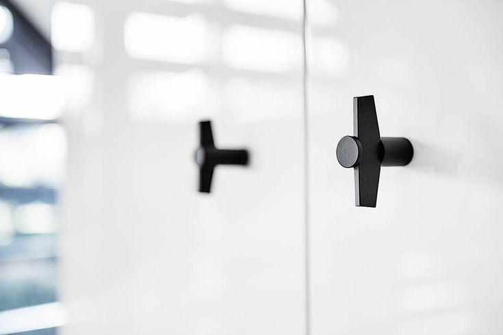 http://www.archiproducts.com/it/prodotti/260509/pomello-per-mobili-in-acciaio-inox-tense-bb25m-pomello-per-mobili-formani-holland-b-v.html/
