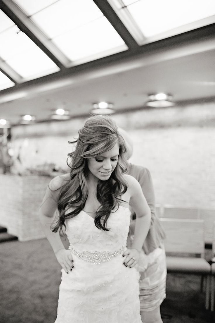In love with this bride's hair! Leah Mullet Photography