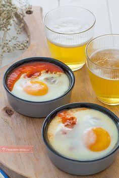 Huevos al plato , Los huevos al plato son una receta fácil, ideal para una cena rápida. Descubre cómo hacer huevos al plato paso a paso, una receta barata y deliciosa.