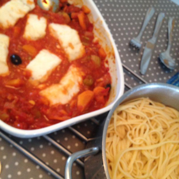 Boknafisk med leftovers fra Pasta Arrabiata. Italy meets Vesterålen