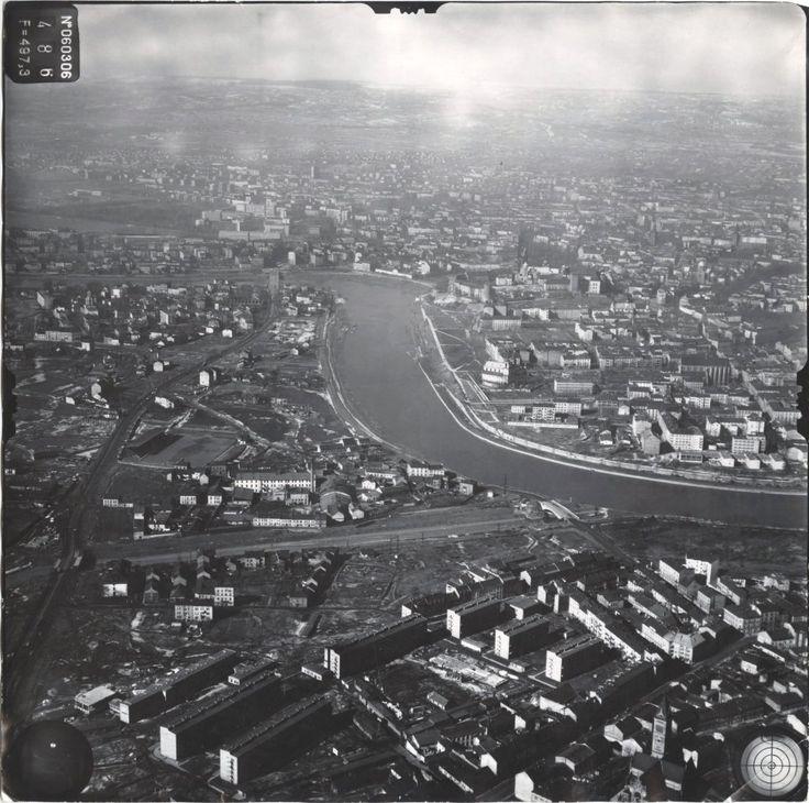 Kraków, lata 60-te. Czego tu brakuje?