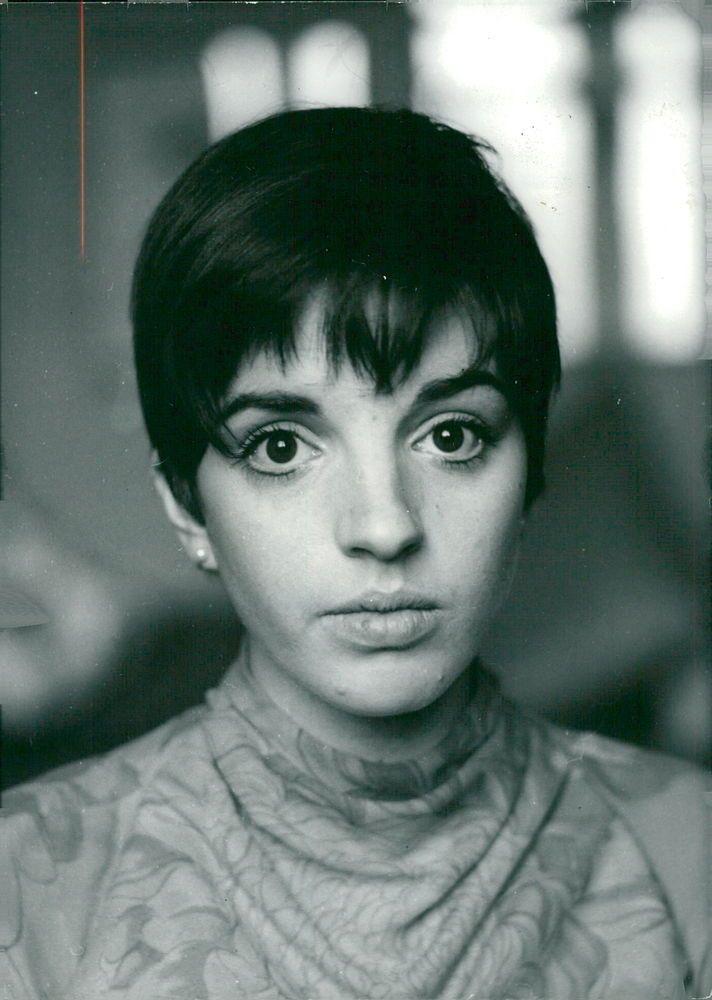 Vintage photo of Portrait of Liza Minnelli | eBay
