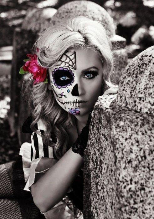 Chica con maquillaje para halloween de catrina