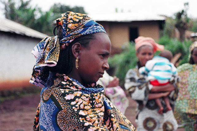 Resultado de imagen para vestimenta de los niños de camerun