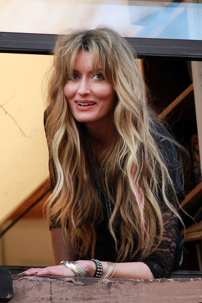 Natascha Mcelhone is very beautiful... and I love her hair here.