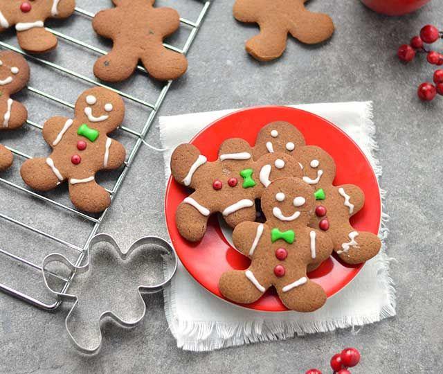Zien ze er niet schattig uit deze gingerbread koekjes oftewel gingerbread men?  Een heerlijk, kruidig koekje waarmee jij je gasten deze feestdagen zeker verrast. Extra leuk: laat de kids hun eigen koekjes versieren! Lees snel het recept