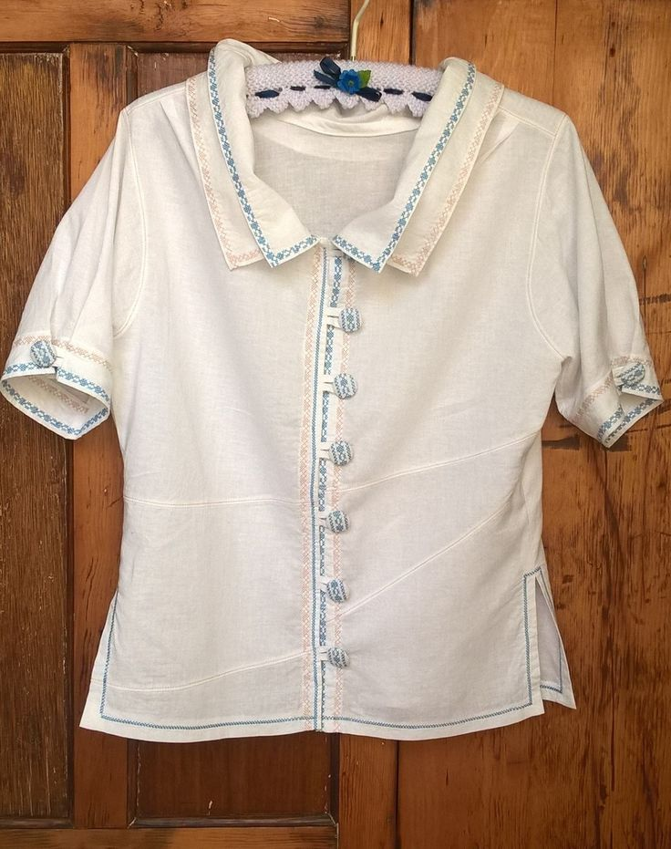 Linen shirt with decorative machine stitching and double collar