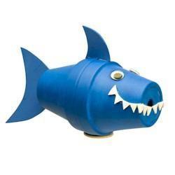 ¡Tiburón!¡Tiburón!.. Es increíble lo que se puede hacer tan solo con 2 vasos de papel/plastico, pintura, unas tijeras y algo de cartulina.. Una divertida #Manualidad para los más pequeños #Niños #actividades http://www.multididacticos.com
