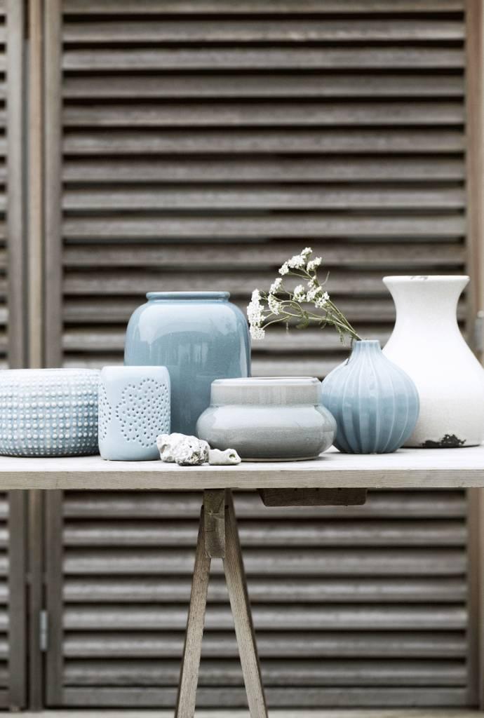 Broste collectie van vazen in blauwe kleurschakering.