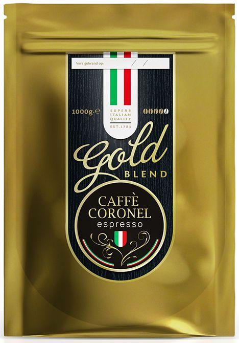 Caffe Coronel Gold Blend 1kg  Caffè Coronel Gold Blend 100% arabica en gegarandeerd vers gebrand Ontdek de unieke smaak van versgebrande koffie met de Gold Blend van Caffè Coronel. Vanwege het speciale brandprofiel van de Gold Blend heeft de koffie een diepe volle smaak met een laag zuurtje en eigenlijk geen bitterheid. Kenmerkend voor de smaak is de typische lange en aangename nasmaak die ook wel de Brazilian Zing genoemd wordt.  100% arabiconen altijd vers gebrand De Caffè Coronel Gold…