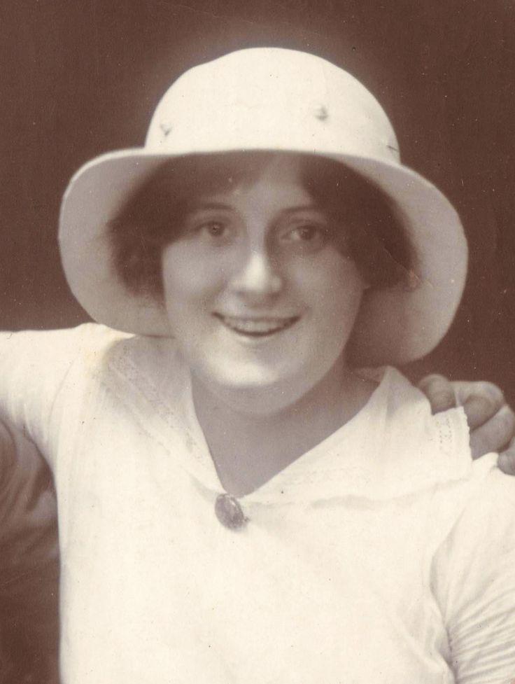 Stella Tait (Lardner-Burke)