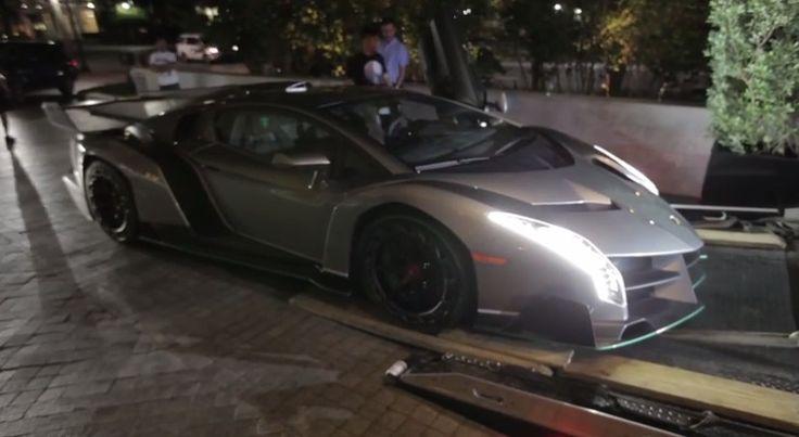 Momento de la entrega a un cliente de su recién comprado Lamborghini Veneno US$4'106.000