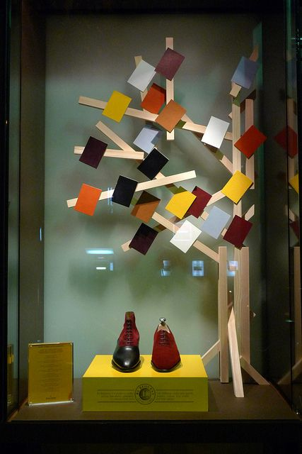 Shoe display. John Lobb par Stéphanie Moisan - Paris via Flickr. #shoe #display #tree