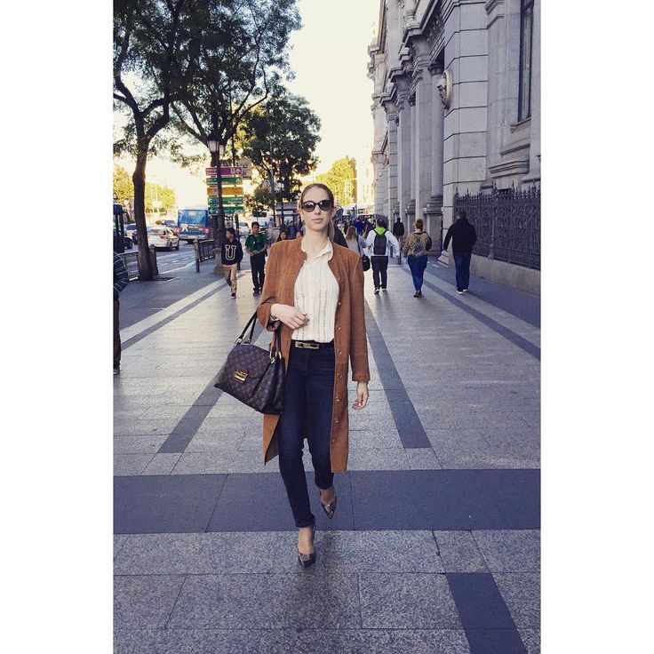 Buenas tardes Madrid! No hay una mejor manera de sentir el espíritu de esta ciudad que pasear por sus calles tan bonitas.. There's no better way to feel the spirit of Madrid than to take a stroll through its beautiful streets.. #Zurbano #ZurbanoShoes #CityandtheShoes #stilettos  #highheels #citylook #ootd #sunnyday #sun #streets #city #citylife #Madrid #españa  #timetotakeastroll #urban #streetstyle #streetphotography