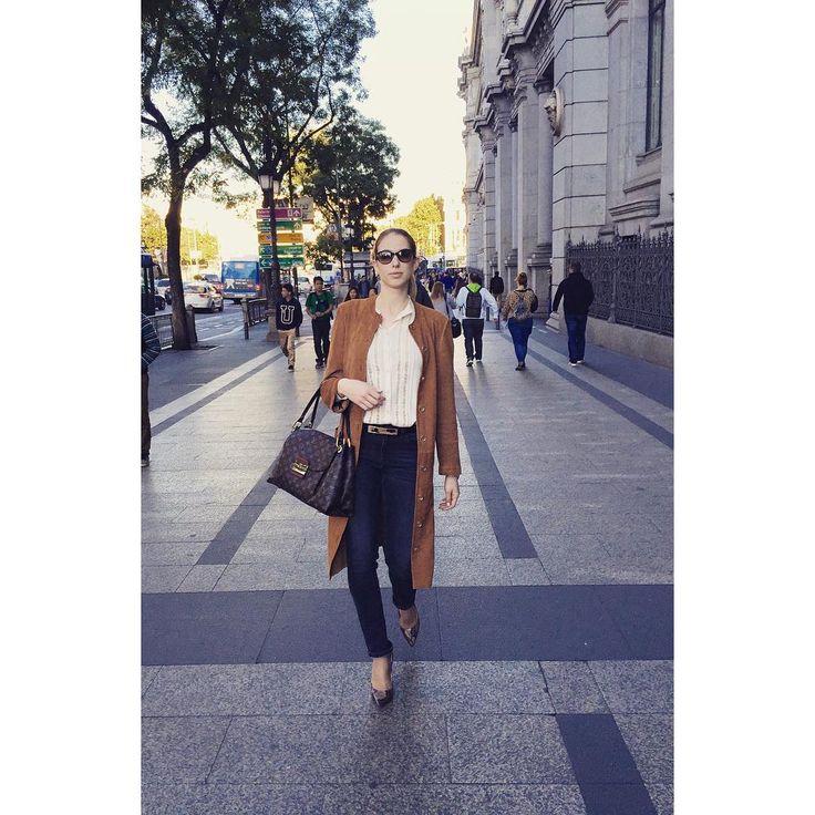 Buenas tardes Madrid! No hay una mejor manera de sentir el espíritu de esta ciudad que pasear por sus calles tan bonitas.. There's no better way to feel the spirit of Madrid than to take a stroll through its beautiful streets.. #Zurbano #ZurbanoShoes #CityandtheShoes #stilettos  #highheels #citylook #ootd #sunnyday #sun #streets #city #citylife #Madrid #españa  #timetotakeastroll #urban #streetstyle #streetphotography