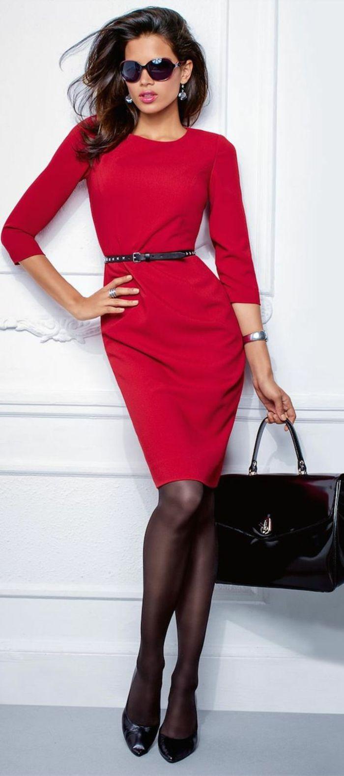 robe longue moulante en rouge pour le bureau avec manches longues et col rond