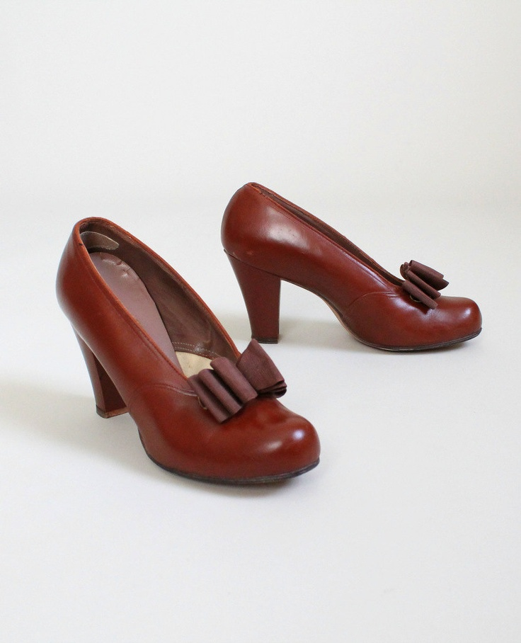 Vintage Early 1940s Brown Bow Pumps.