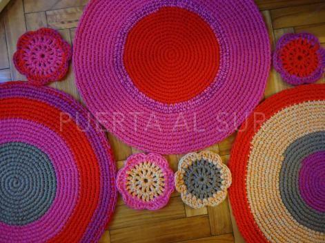 Alfombra de circulos y flores tejida a crochet