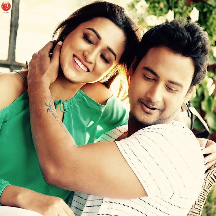 """Yash with co-star in Bengali film """"Gangster """" ."""