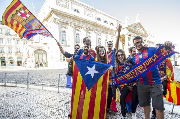 Fans of FC Barcelona enjoys the pre match atmosphere at Lisbon City prior the UEFA Champions League group D match between Sporting CP and FC Barcelona at Estadio Jose Alvalade on September 27, 2017 in Lisbon, Portugal.