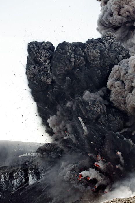 Lava bombs. Eyjafjallajökull eruption, Iceland By fredrikholm.se