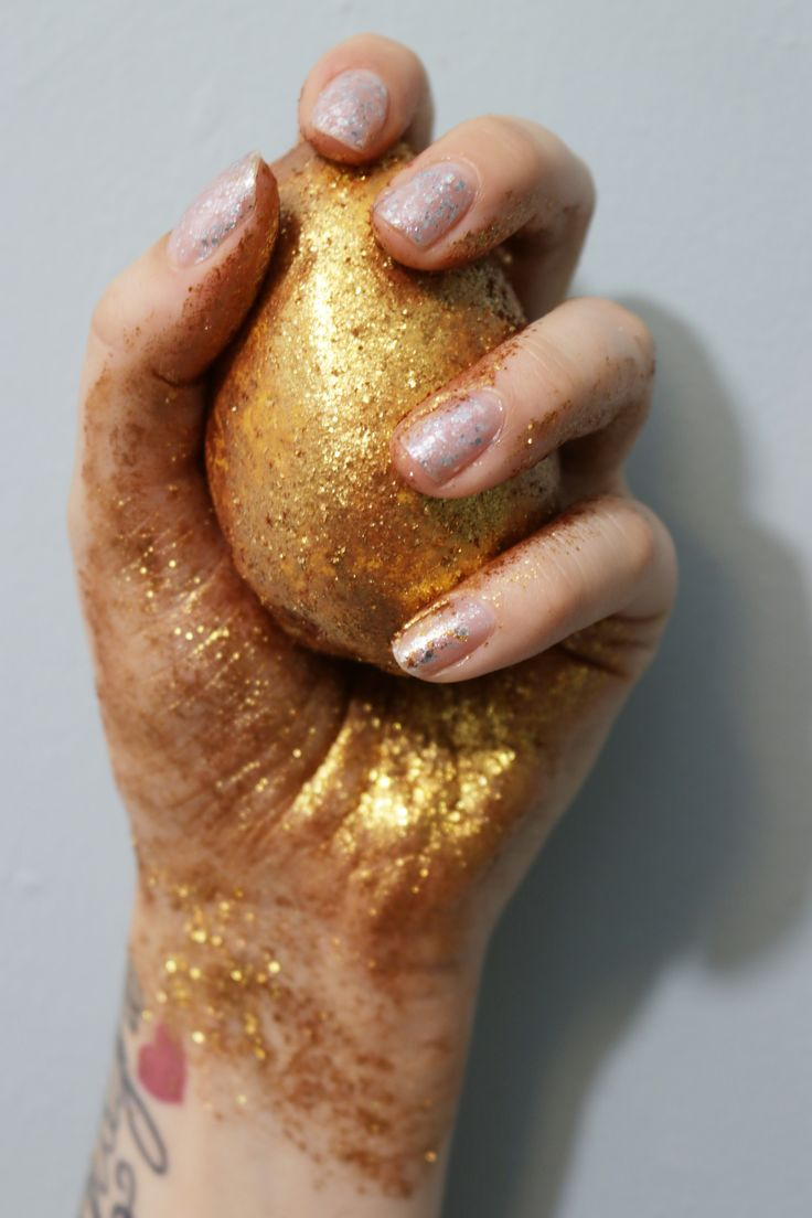 Golden Egg bath bomb melt lush cosmetics uk Easter range lustre glitter