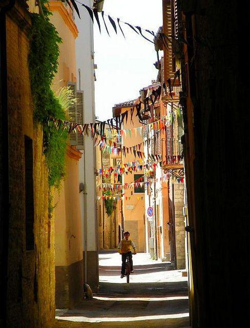 Foligno - italia italy by f_a_z_e_r ( Nunzio Fracalanza ), via Flickr