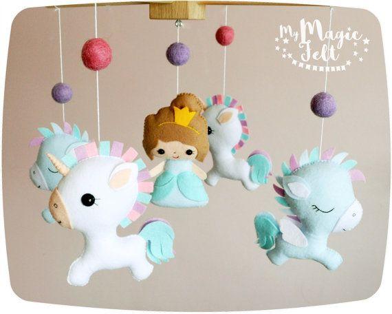 Bebé móvil unicornio bebé móvil princesa y por MyMagicFelt en Etsy