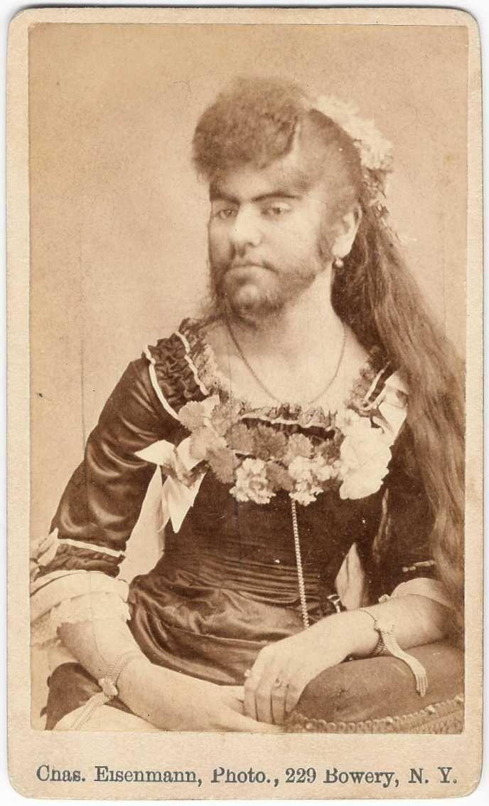 """Eine """"bärtige Dame"""", wie sie im 19. Jh. auf sogenannten Sideshows auftraten"""