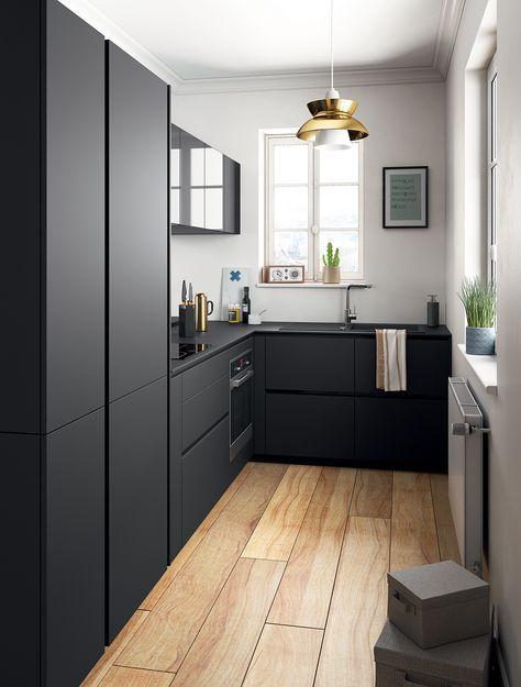 Total look noir pour cette cuisine semi-ouverte   #Noir #Mat #Cuisine