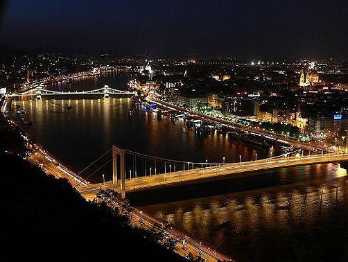Google képkeresési találat: http://www.budapest.xutazas.hu/budapest/kepek_night1-budapest_1242133384.jpg