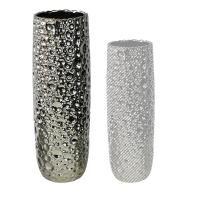 Originální keramická váza ve stříbrné barvě s promačkáváným povrchem. Jde o vázu velkých rozměrů, ideální k aranžování květin. Vázu můžete kombinovat z dalšími vázami a květináči ze série Timber.