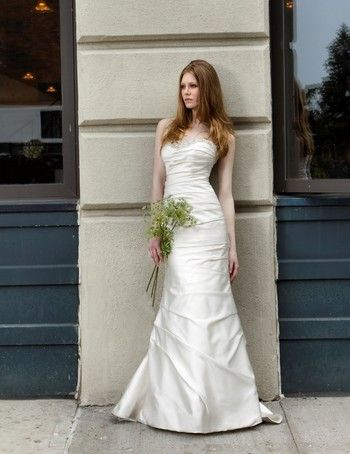 Bridal Gowns: Henry Roth Mermaid Wedding Dress with Sweetheart Neckline and No Waist/Princess Seams Waistline